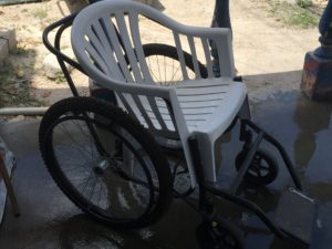 Ingenious use of a plastic lawn chair.